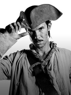 STARZ - Black Sails - A STARZ Original Series - Rackham played by Toby Schmitz Black Sails Cast, Black Sails Starz, Teach Like A Pirate, Pirate Garb, Charles Vane, Walking The Plank, Pirate Adventure, Pirate Life, Treasure Island