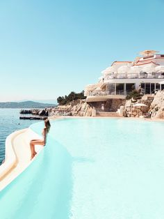 By the pool, Hotel du Cap Eden Roc | Cote d'Azur: http://www.ohhcouture.com/2017/06/miss-dior-for-love-cote-dazur-2/ #leoniehanne #ohhcouture