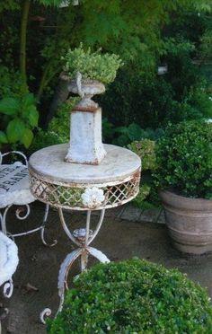WildnessGrowings: (via g a r d e n s / Lovely Vintage Garden Table! Garden Urns, Garden Table, Garden Benches, Formal Gardens, Outdoor Gardens, White Gardens, My Secret Garden, Garden Ornaments, Garden Spaces