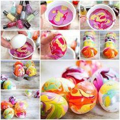 Ce sont LES plus beaux cocos de Pâques colorés que j'ai vu jusqu'ici!De plus, c'est LA technique la plus facile pour colorer des oeufs de Pâques! Récupérez tous les vernis à ongles que vous ne portez plus, ou procurez-vous des vernis à ongle bas de