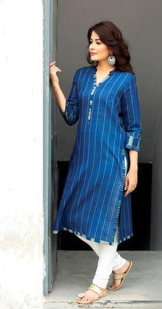 servant wear or lady capulet Dress Neck Designs, Designs For Dresses, Blouse Designs, Salwar Pattern, Kurta Patterns, Churidar Designs, Kurta Designs Women, Simple Kurti Designs, Kurta Neck Design