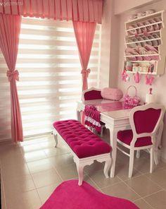 Pastellerin hakimiyetinde feminen ve şık bir dekor. Pınar hanımın çiçekler açan evi. Living Furniture, Home Decor Furniture, Home Decor Bedroom, Home Furnishings, Living Room Decor, Cheap Home Decor, Diy Home Decor, Dinner Tables Furniture, Shabby Chic Dining Room