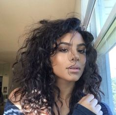 : Photo : Photo Sure, the bushy perms of the might be out of vogue, but there are plentitude of Curly Hair Tips, Long Curly Hair, Wavy Hair, Curly Hair Styles, Natural Hair Styles, Curly Perm, Curly Bangs, Permed Hairstyles, Cute Hairstyles