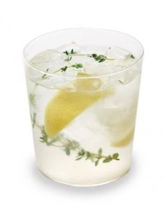 Cinco de Mayo drinks: Tequila-Thyme Lemonade Recipe #spring #cocktail #cincodemayo