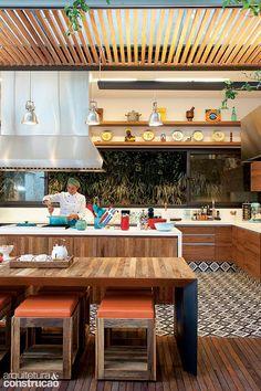 Revista Arquitetura e Construção - Quintal bem temperado: fundos da casa viraram ateliê para uma chef