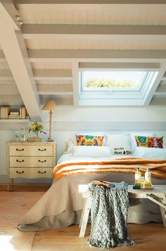 Attic bedroom Skylight - attic bedroom (my ideal home ) Attic Renovation, Attic Remodel, Farmhouse Bedroom Decor, Home Bedroom, Master Bedroom, Bedroom Ideas, Bedroom Designs, Colonial Bedroom, Cosy Living