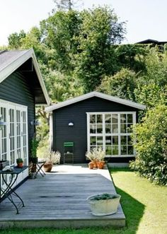 Long Island i Lumsås Exterior House Colors, Exterior Paint, Long Island, Swedish Cottage, Great Buildings And Structures, Modern Buildings, Lake Cabins, Outdoor Living, Outdoor Decor