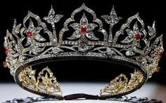 The Oriental Circlet Tiara designed by Albert Prince Consort to Queen Victoria. Queen Alexandra inherited this tiara, but replaced the opals with rubies. Queen Mary never wore the tiara, worn by the Queen Mum - inherited by Queen Elizabeth II. British Crown Jewels, Royal Crown Jewels, Royal Crowns, Royal Tiaras, Royal Jewelry, Tiaras And Crowns, Fine Jewelry, Antique Jewelry, Vintage Jewelry