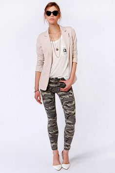 The Get Glam-o-flage Camo Print Skinny Jeans are taking camo print to a whole new level of lovely! Stretchy twill hugs your curves on a mid rise skinny fit. Camo Skinnies, Camo Skinny Jeans, Camo Jeans, Printed Skinny Jeans, Camo Pants Outfit, Camo Outfits, Pop Fashion, Camo Fashion, Girl Fashion