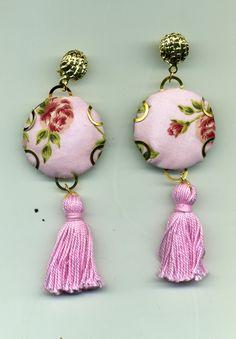 Orecchini con placca in tessuto provenzale rosa e nappa in tinta : Orecchini di rg-hobby-bijoux