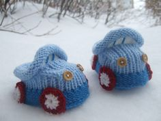 Onyl in detail crocheted: Knitted baby booties 'cars' pattern