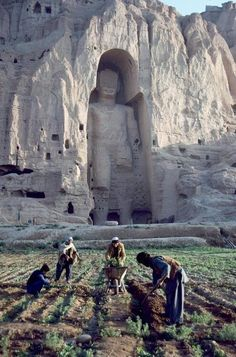shitfuckcockballs: Buddha Sculpture Bamiyan Valley Afghanistan 1992 Photography: Steve McCurry Destroyed by the Taliban 2001 Steve Mccurry, Beautiful Places In The World, Places Around The World, Around The Worlds, Ancient Ruins, Ancient History, Places To Travel, Places To See, Urbane Kunst