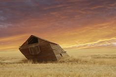 This windblown homestead on the Canadian Prairies: 19 Terrifying But Gorgeous Abandoned Places In Canada Old Abandoned Buildings, Abandoned Places, Canadian Prairies, Old Port, Prince Edward Island, Beautiful Inside And Out, Old Barns, Urban Exploration, Ghost Towns