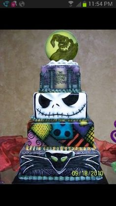 I love the Jack Skellington layer! 'Nightmare Before Christmas Wedding Cake' Crazy Cakes, Fancy Cakes, Cute Cakes, Pink Cakes, Halloween Torte, Dessert Halloween, Halloween Halloween, Halloween Recipe, Christmas Wedding Cakes