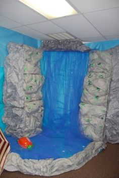 Homeschool Housewife: VBS Outrigger Island Pictures Post 3 - My Amazing Awesome Totally Fun and ENTIRELY God inspired room