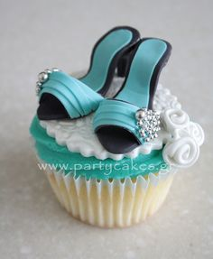 Mini-shoe cupcake - absolutely love these. I have a bit of thing for wedding shoes! Shoe Cupcakes, Cupcake Art, Baking Cupcakes, Yummy Cupcakes, Cupcake Cookies, Makeup Cupcakes, Beautiful Cupcakes, Gorgeous Cakes, Amazing Cakes