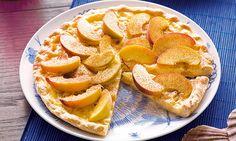 A tarte de pêssego é uma boa ideia para fechar um almoço ou jantar especial. Experimente esta receita.