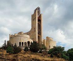 旧グルジアで見つけた謎のソ連建築を追え。 | casabrutus.com