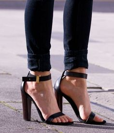 calça skinny de barra dobrada