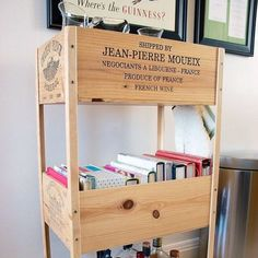 Aloha Home Solutions - DIY: Wine Crate Cookbook and Bar Cart. This is a super easy DIY wine crate! Build your own wine crate bar cart using wine crates. This one stores glassware, cookbooks and tasty adult beverages. Wine Crate Table, Wooden Wine Crates, Old Crates, Crate Bar, Crate Crafts, Wood Crafts, Crate Shelves, Crate Furniture, Grunge Room