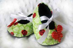 Lady Bug Baby Booties-baby booties!! Need to make these for Lydibug!!!