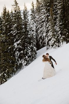 Bride and groom go snowboarding on their wedding day in Austria. Snowboard Wedding, Ski And Snowboard, Snow Wedding, Dream Wedding, Wedding Day, Zell Am See, Winter Wedding Inspiration, Winter Hiking, Wedding Pictures