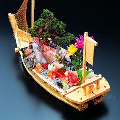 Size 2.5 wooden Nihonkai-maru (net included)│Funamoriki│Fukui Craft│53280980│Wabi #togetsumoribashi#goshomoriki#funamoriki#japaneseplate#Japanesetableware#seafood#sashimi#tuna#torrance#irifune#dinnerware#japanesetradiotionalcraft#舟盛#舟盛器
