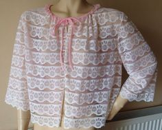 VINTAGE 1950s 60s IVORY PINK NYLON LACE FRILLY BED JACKET BOUDOIR WX