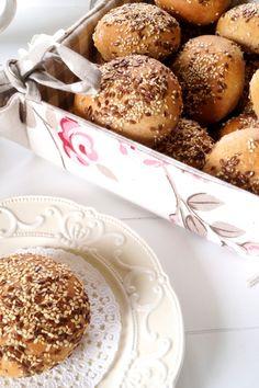 Dinkel-Vollkornbrötchen mit Sesam, Leinsamen und Amaranth