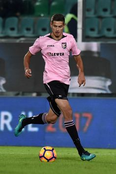 Norman Balogh of Palermo in action during the TIM Cup match between US Citta di Palermo and AC Spezia at Stadio Renzo Barbera on November 30, 2016 in Palermo, Italy.