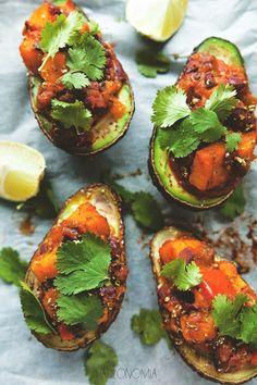 Awokado faszerowane batatami » Jadłonomia · wegańskie przepisy nie tylko dla wegan