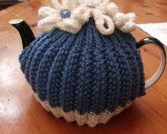 Tea Cosy - I have a weakness for daisies done in blue and white.