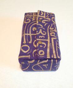 Pour des boîtes de mouchoirs en papier standard. Dans la chambre ou dans la voiture. Purple Fabric, Calligraphy, Slipcovers