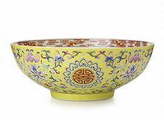 'Famille Rose' Yellow-Ground Bowl, Qing dinasty, Jiaqing period.