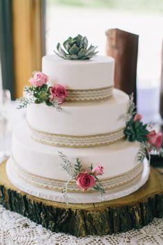Stilvolle Ideen für eine Hochzeitstorte mit Fondant - Hochzeitskiste Wedding Cake Photos, Cool Wedding Cakes, Naked Cakes, Fondant, Wedding Planning, Consideration, Cinderella, Communication, Weddings
