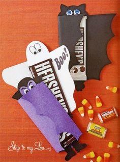 Cartolinhas coloridas no formato de fantasma, morcego e vampiro para embrulhar…