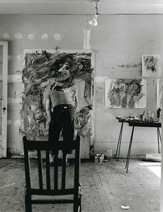 Willem de Kooning painting in his studio. Photo: © Tony Vaccaro.