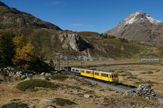 Bahnoldtimer im Stundeentakt: ABe 4/4 34 and ABe 4/4 30 move the piano-bar-car as a Montebello-Express from Bernina Lagalb to the Ospizio Bernina on 16.10.2016.