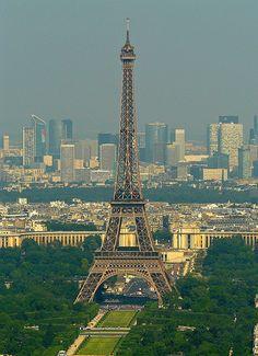La Défense...La Tour Effeil à Paris!