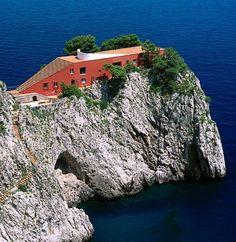 casa malaparte - capri - italy     the house from le mepris!
