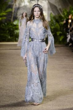 http://madame.lefigaro.fr/defiles/elie-saab/printemps-ete-2016/haute-couture-0/112089