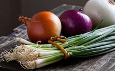 Brain Maker Foods - The Best Probiotic and Prebiotic Foods Growing Onions, Growing Vegetables, Onion Benefits Health, Types Of Onions, Nutrition Food List, Nutrition Tracker, Prebiotic Foods, Prebiotics And Probiotics, One Green Planet