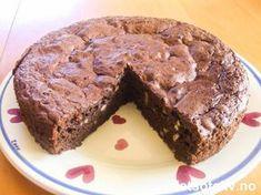 En enkel, men veldig smakfull kake! Server den gjerne sammen med bær og is.