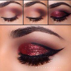 Maquillaje de ojos con glitter en color rojo.