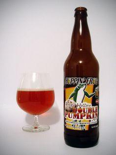 Cerveja Frog's Hollow Double Pumpkin Ale, estilo Pumpkin Ale, produzida por Hoppin' Frog, Estados Unidos. 8.4% ABV de álcool.