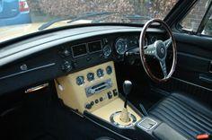 MGB GT 1975 Harvest Gold interior