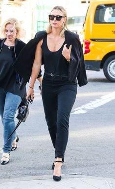 Maria Sharapova Photos Photos - Tennis star Maria Sharapova and some family members are spotted out and about in New York City, New York on October 4, 2016. - Maria Sharapova Is Seen Out and About in NYC