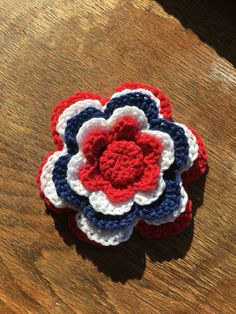 17. Mai blomst. Heklet, barnevogn-pynt? Time To Celebrate, Some Times, Crocheting, Arts And Crafts, Knitting, Holiday, Handmade, Crochet, Vacations