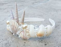 Seashell crown idea Best Picture For kids halloween snacks For Your Taste You are looking for someth Mermaid Crafts, Mermaid Diy, Seashell Crafts, Beach Crafts, Mermaid Crowns Diy, Seashell Crown, Shell Crowns, Head Band, Diy Crown