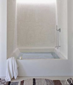 Bathtub/shower for downstairs. TADELAKT: The Magic of a Centuries Old Moroccan Material Mais Bad Inspiration, Bathroom Inspiration, Morrocan Bathroom, Built In Bathtub, Modern Bathtub, Concrete Bathroom, Tadelakt, Bathtub Remodel, Bathtub Shower